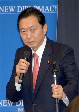 講演する鳩山由紀夫元首相=10日午後、参院議員会館(酒巻俊介撮影)