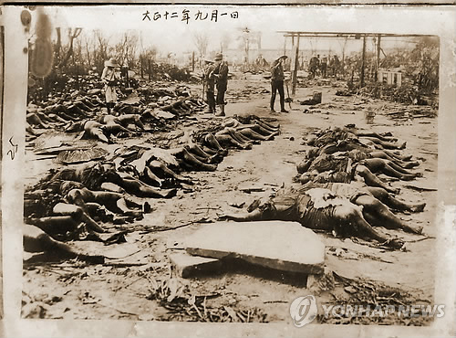 チョン・ソンギル名誉博物館長が「女性の死体だけ選んで下衣をはがし、もう一度恥をかかせたことは虐殺を凌駕する蛮行の極限状態」と憤慨した写真