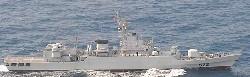 海上自衛隊の護衛艦にレーダー照射したのと同型の中国海軍ジャンウェイ2級フリゲート艦=海上自衛隊提供