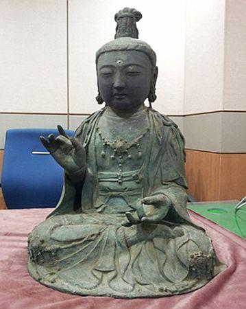 長崎県対馬市の寺から盗まれ、韓国に運ばれた「観世音菩薩坐像」(韓国大田地方警察庁提供)