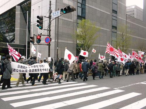 「日教組から子供を守れ!」デモ行進(平成25年3月24日、東京銀座)
