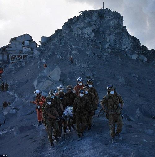 御嶽山噴火\海外メディア英デイリーメール海外メディアの方が100倍詳しく報道してる。解説も充実してるし、写真を見てるだけでも様子がわかる。日本のメディアはマジでクソ。イギリス・デイリーメール。 この他にも