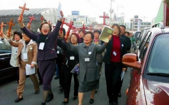 【アジア大会】大韓イエス仁川A教会、イスラム・ ヒンドゥ教の選手を相手に、教会の信者10人余りが「キリストを信じなさい」と布教活動→抗議を受ける騒動に