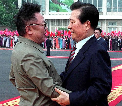 2000年6月に行なわれた南北首脳会談は大変な注目を浴び、金正日と金大中が空港で抱き合ったとき、日本や韓国では、まるですぐにでも統一が実現するかのような報道が流された。
