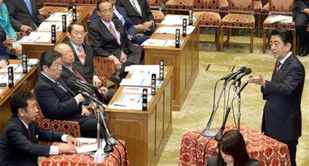 安倍首相と枝野氏が大バトル=30日午前、国会・衆院第1委員室