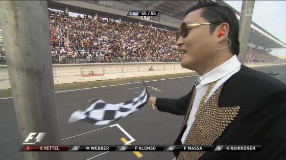 盗作が大ヒットした韓国人歌手PSYがF1韓国GPのチェッカーフラッグの担当に