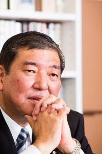 石破茂は、11月8日午前の読売テレビの番組で「我々が領土問題があることを認めたわけではない。日本の姿勢は全く変わらない」と主張したが、尖閣諸島に関する泥棒支那の単なる嘘を公式に「見解」と認めた以上は通