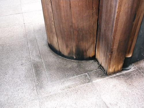 靖国神社放火事件 犯人が燃やした神門の下部