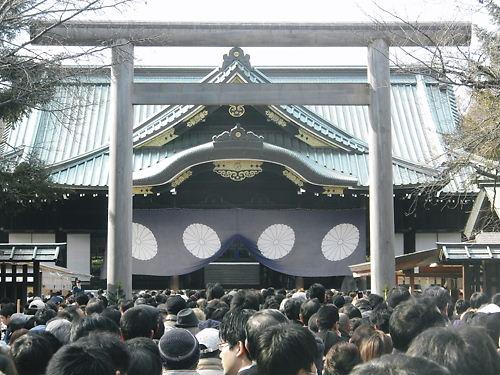 2012年1月2日の靖国神社の多くの初詣参拝客