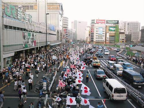 韓国征伐国民大行進(2012年8月25日、新宿)新宿駅南口