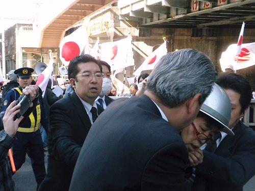 2012.4.8韓国は竹島から即刻出て行けin新大久保~新宿 乱入者と乱闘