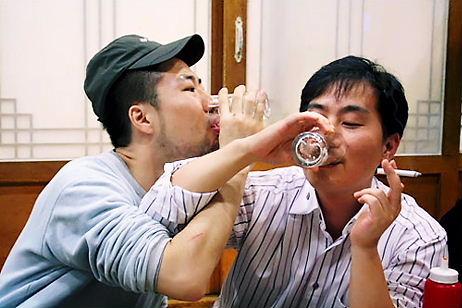 韓国では焼酎は一気飲み