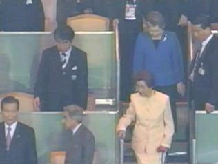 韓国大統領といえば、2002年サッカーW杯(日韓共催)の決勝戦を前に、天皇皇后両陛下と韓国の金大中夫妻が入場する際、金大中が後ろの天皇陛下のことを全く考えもせず、我がもの顔で観衆に手を振り始め、天皇陛下の
