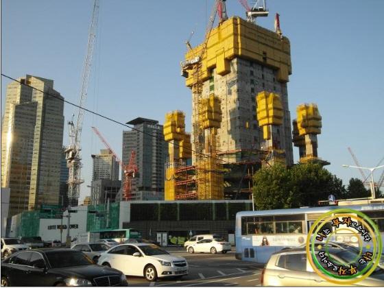 韓国ソウルの「第2ロッテワールド」建築中の画像