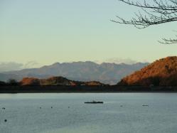 晩秋の湖2