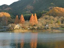 晩秋の湖1