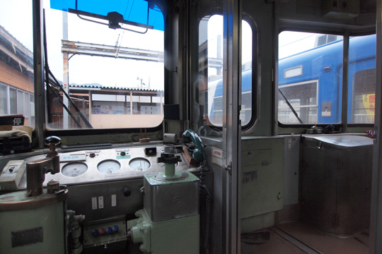 20120318_fujikyu_1000-cab01.jpg