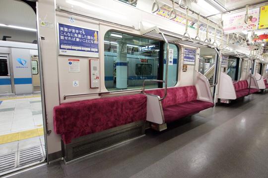 20121124_odakyu_3000-in04.jpg