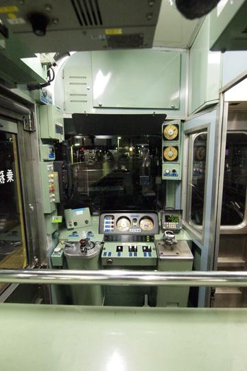 20121124_seibu_n2000-cab01.jpg