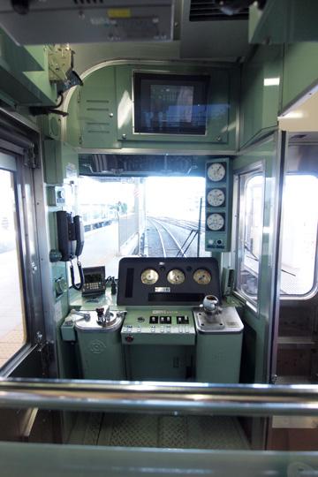 20121125_seibu_9000-cab01.jpg