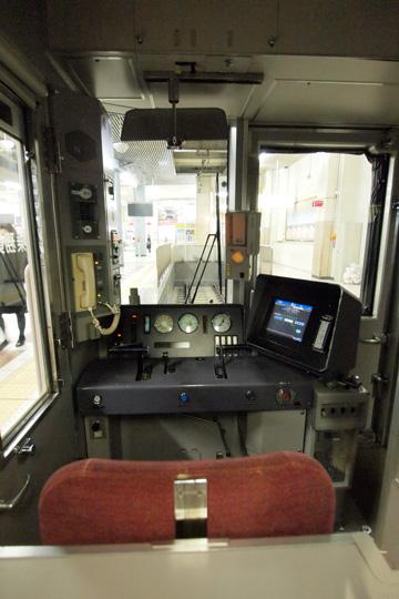 20121223_kintetsu_5850-cab01.jpg