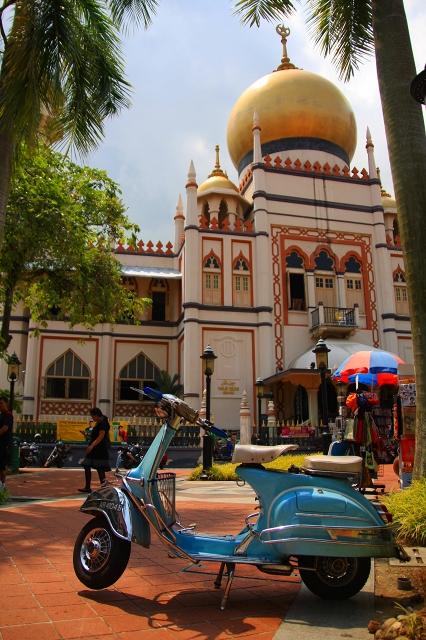 サルタンモスクとバイク