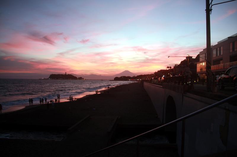 夕暮れの七里ガ浜