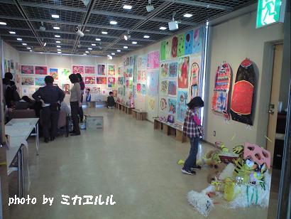 10.03アトリエ展示会・玄関CA390976