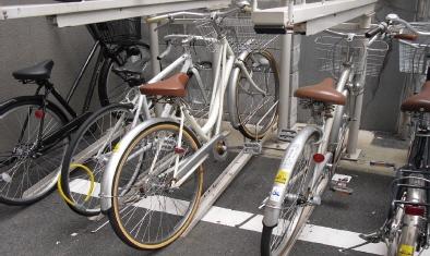 「入構シールで自転車整理」