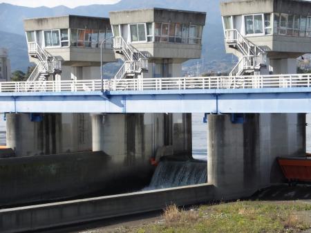 神奈川県内広域水道企業団・飯泉取水堰