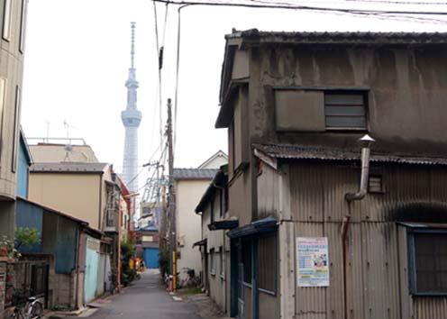 20120415 路地裏からの東京スカイツリー 17.5cm DSC06778