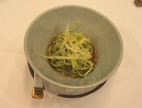 20120809 銀座アスター 翡翠色の冷スープ麺 17cmDSC01342