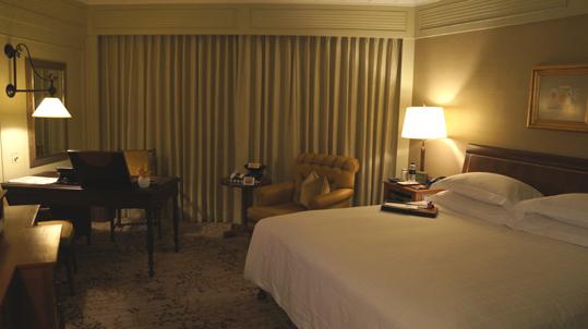 20121023 oriental hotel room DSC05065