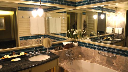 20121023 oriental hotel washroom 19cm DSC05069