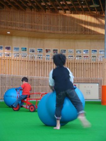 ヤマト ボール遊び