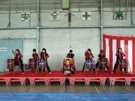 学生和太鼓。