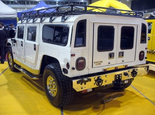 s-799px-Hummer_H1_Heck.jpg