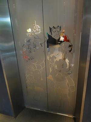 エレベータードアblog01