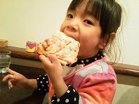ピザを食べる姫♪