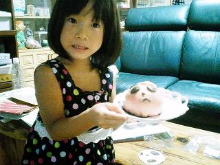 宮崎山形屋で買ったパンダまんを食べる姫♪