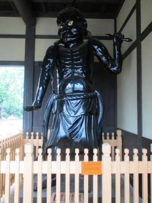 飯山駅仁王像2