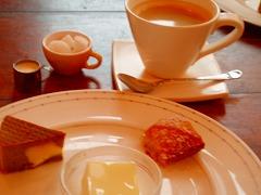 デザート三種とコーヒー