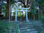 向かって右の琴平神社
