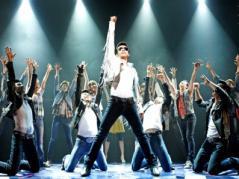 パワフルなダンスと歌 2
