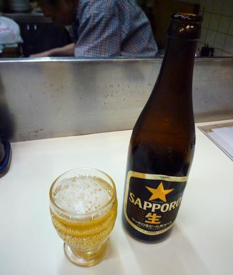 『だるま堂』 ビール(450円)