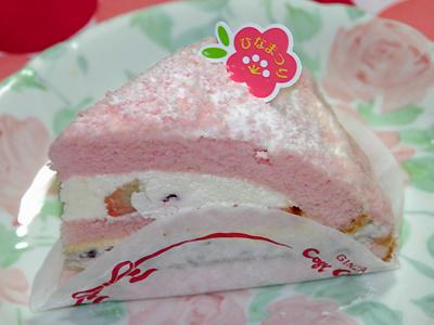 『いちおうそれらしいケーキ・・・ でも、サクラ味!(^o^;)』