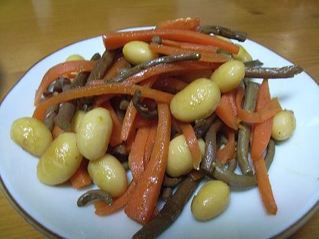 大豆とぜんまいと人参のピリ辛煮