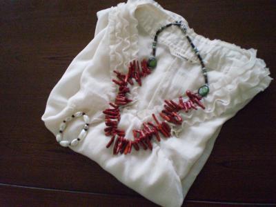 白服赤珊瑚