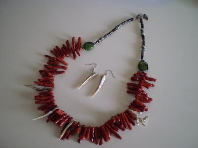 枝珊瑚ネックレス