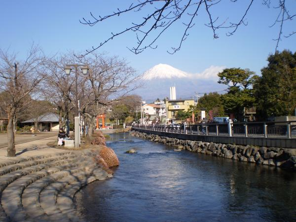 富士さんと川